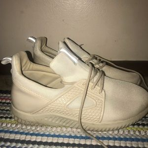 Rue21 tan tennis shoes